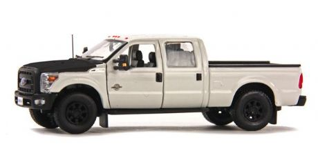 Sword Ford F250 XLT Pickup with Crew Cab & 6' Bed - White  / Black,